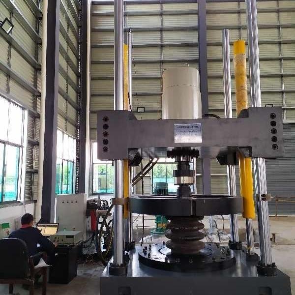 橡胶弹簧横向载荷位移试验台*