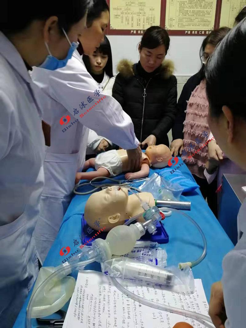 婴儿心肺复苏模拟人培训